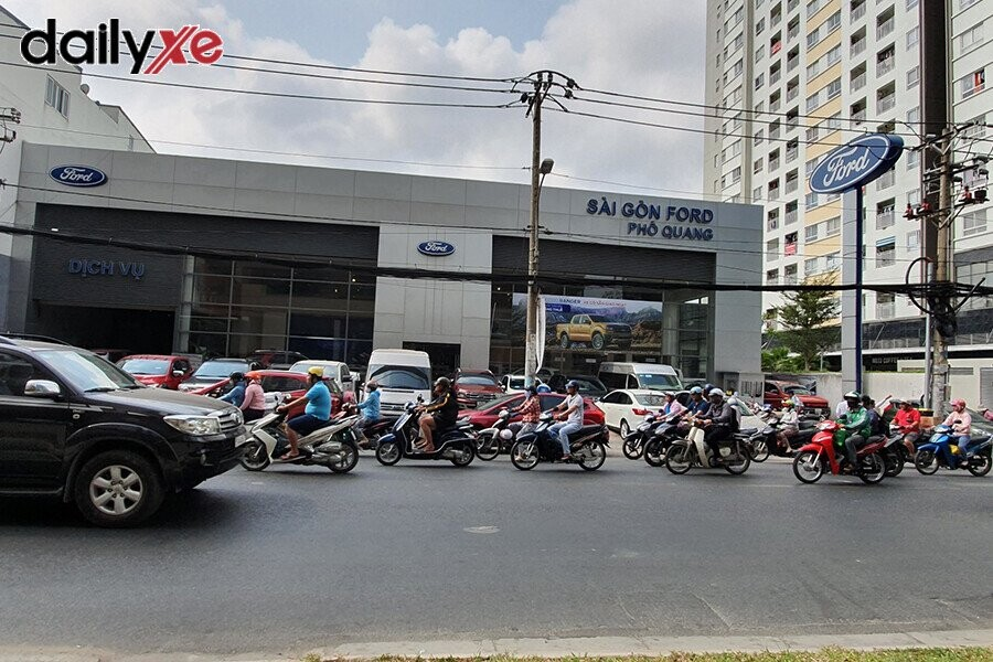 Mặt tiền Showroom Ford Phổ Quang
