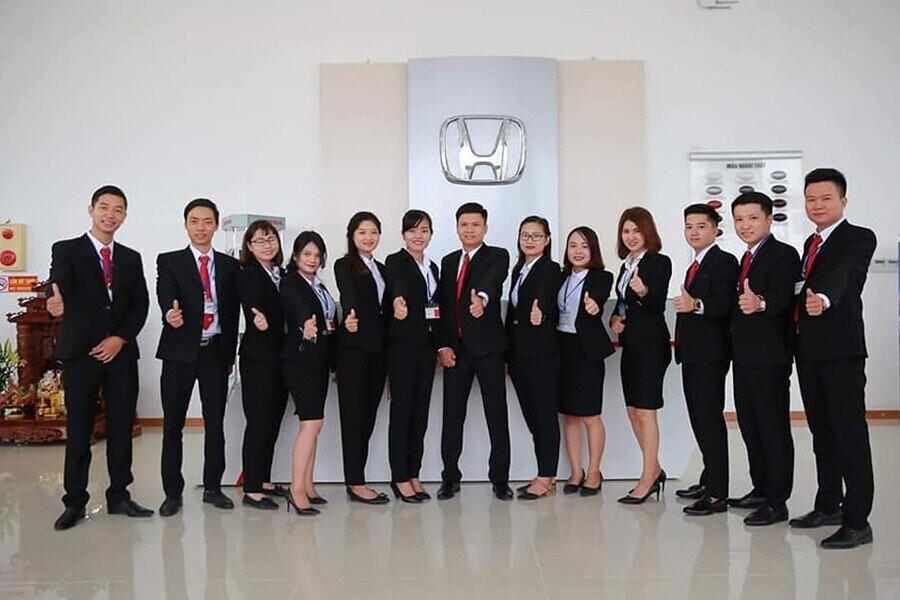 Đội ngũ nhân viên trẻ trung được đào tạo chuyên nghiệp