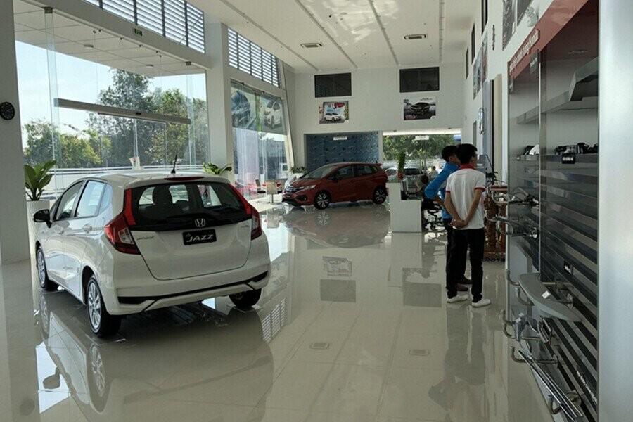 Khu vực trưng bày xe mẫu