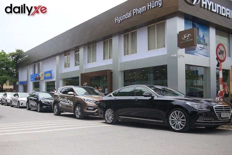 Bên ngoài Showroom Hyundai Phạm Hùng - Hình 2