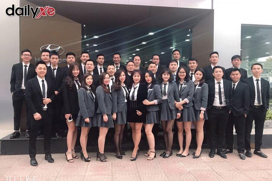 Tập thể nhân viên Hyundai Phạm Hùng