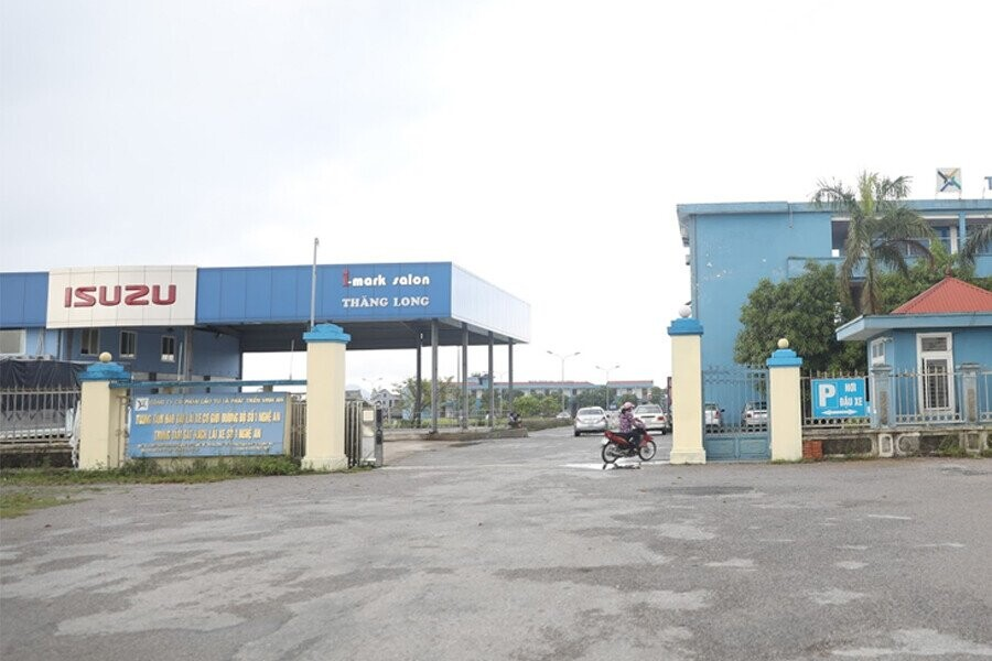 Mặt tiền Showroom Isuzu Satellite Thăng Long