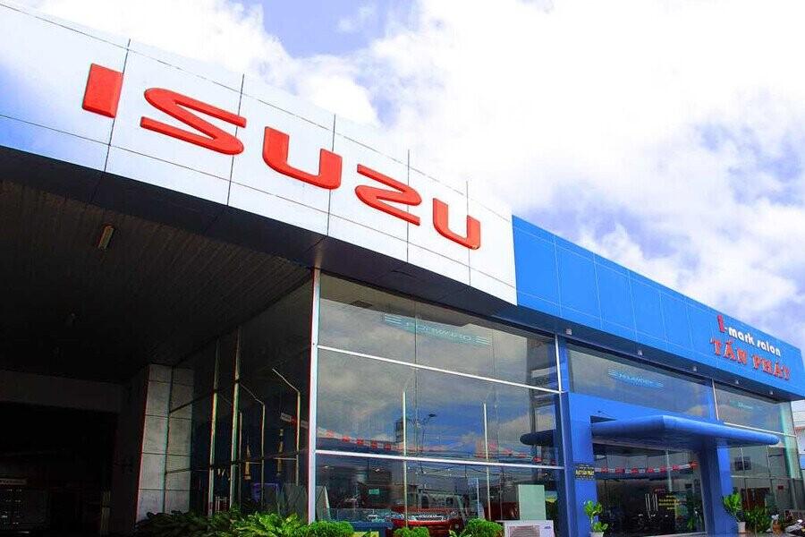 Mặt tiền Showroom Isuzu Tấn Phát