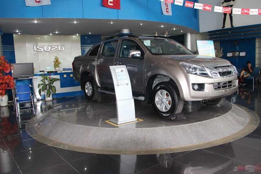 Khu vực trưng bày xe Isuzu