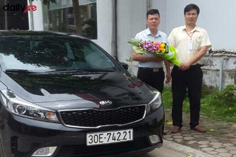 Bàn giao xe KIA cho khách hàng - Hình 2