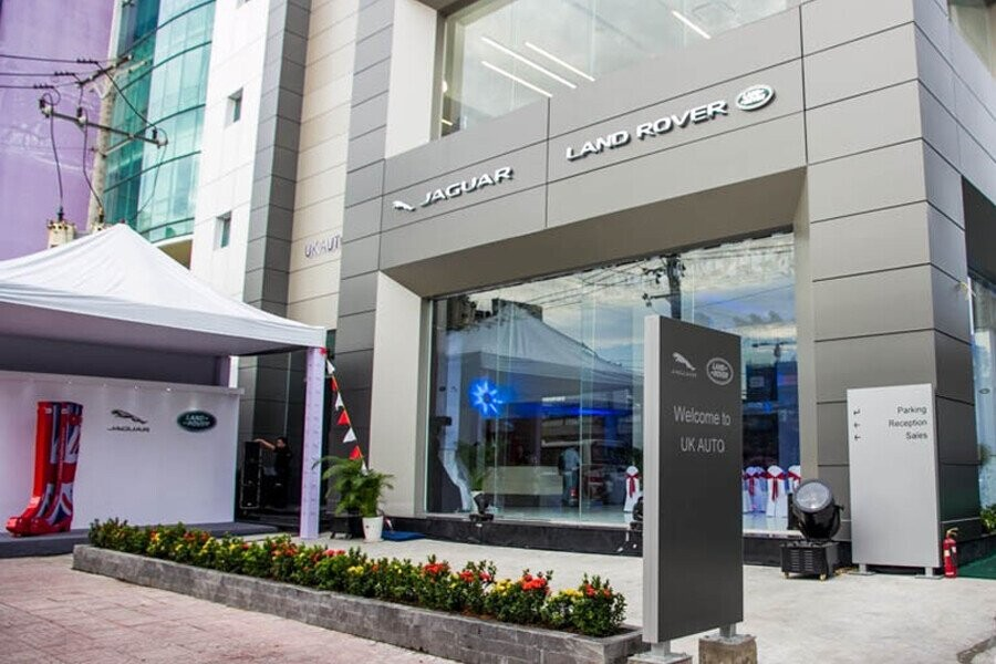 Mặt tiền Showroom Land Rover Royal Automotive Central