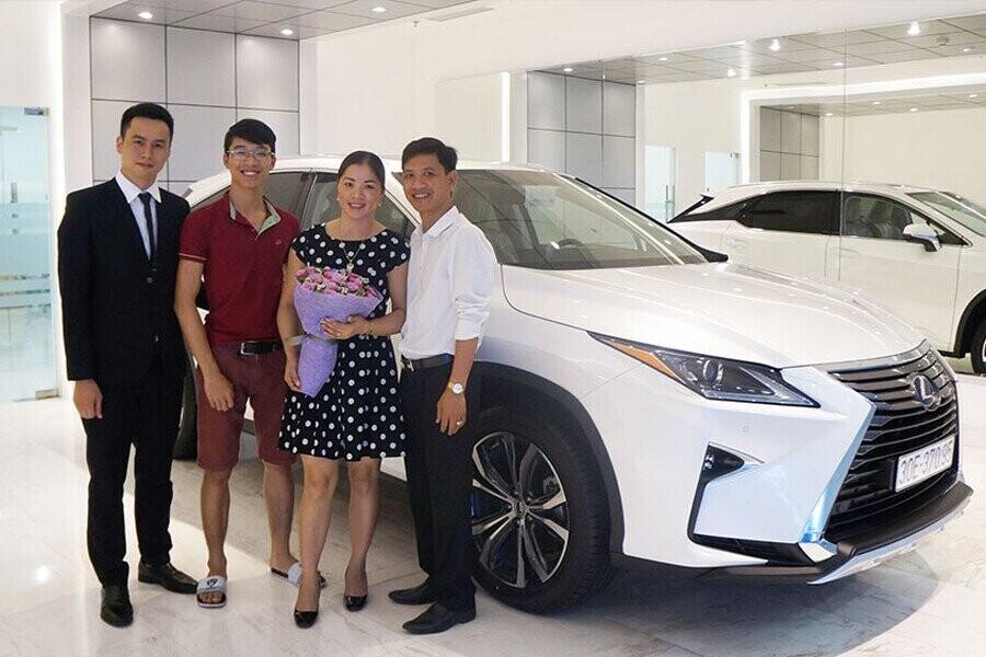Lễ bàn giao xe Lexus cho Khách hàng