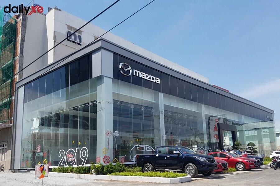 Mặt tiền Showroom MazdaBình Triệu
