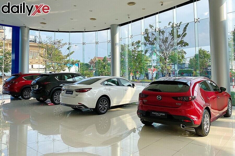 Các Dòng Xe Mazda Trưng Bày Tại Showroom