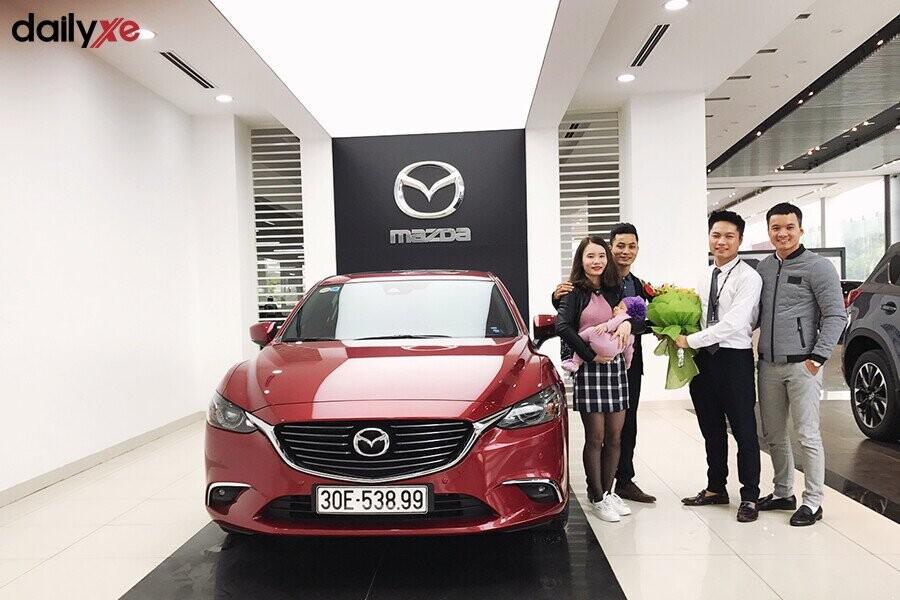 Giao xe Mazda cho khách hàng tại Showroom Mazda Phạm Văn Đồng - Hình 4
