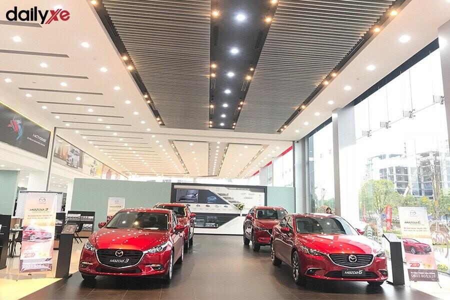 Khu vực trưng bày xe Mazda tại Showroom Mazda Phạm Văn Đồng - Hình 1