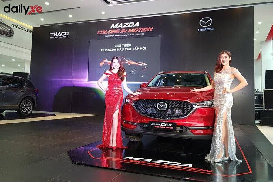 Khu vực trưng bày xe Mazda tại Showroom Mazda Phạm Văn Đồng - Hình 2