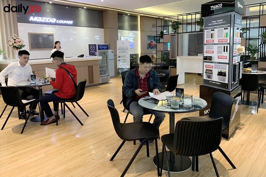 Phòng chờ dành cho khách hàng tại đại lý Mazda Phạm Văn Đồng