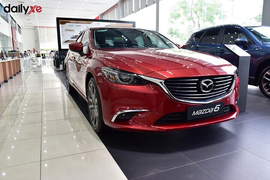Khu vực trưng bày Mazda tại Mazda Trần Khát Chân