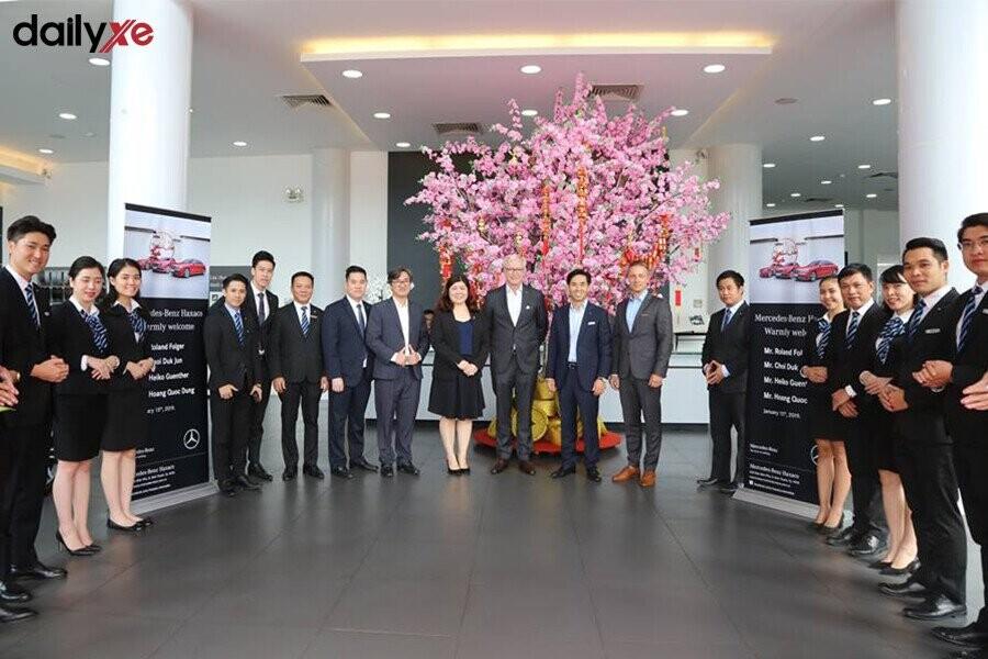 Toàn thể nhân viên tại Mercedes-Benz Haxaco Điện Biên Phủ