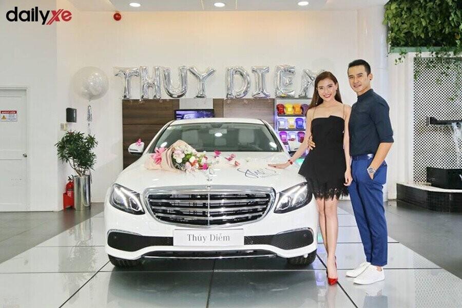Giao xe Mercedes cho khách hàng - Hình 1
