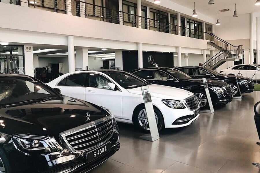 Khu vực trưng bày xe Mercedes-Benz