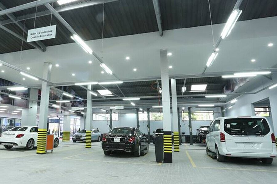 Khu vực sửa chữa và bảo dưỡng xe Mercedes-Benz rộng lớn
