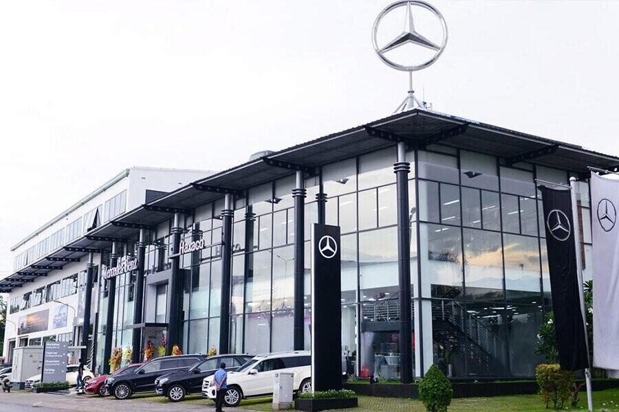 Mặt tiền Showroom Mercedes-Benz Haxaco Võ Văn Kiệt