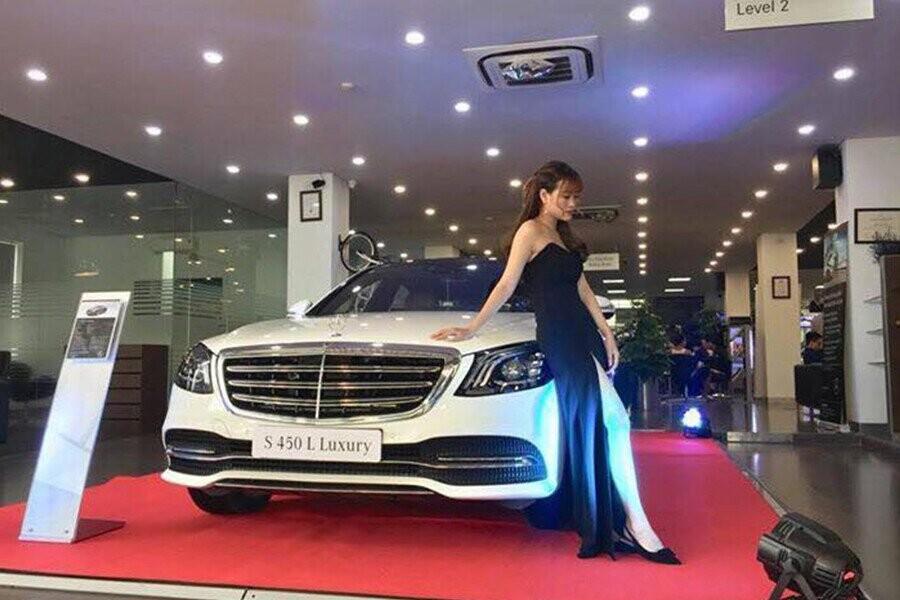 Buổi trưng bày xe Mercedes tại  Mercedes-Benz Ngô Quyền