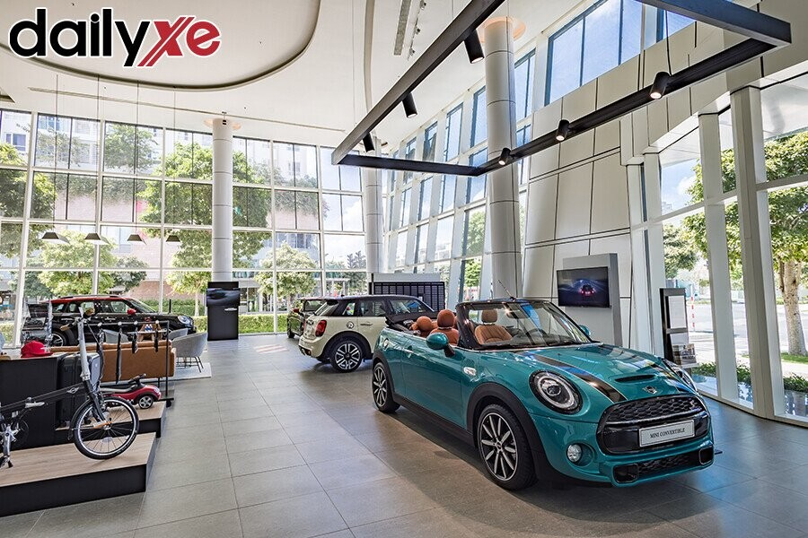 Các Dòng Xe Mini Cooper Trưng Bài Tại Showroom