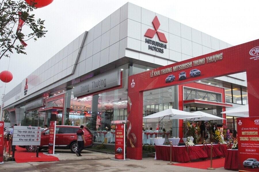 Mặt tiền Showroom Mitsubishi Trung Thượng