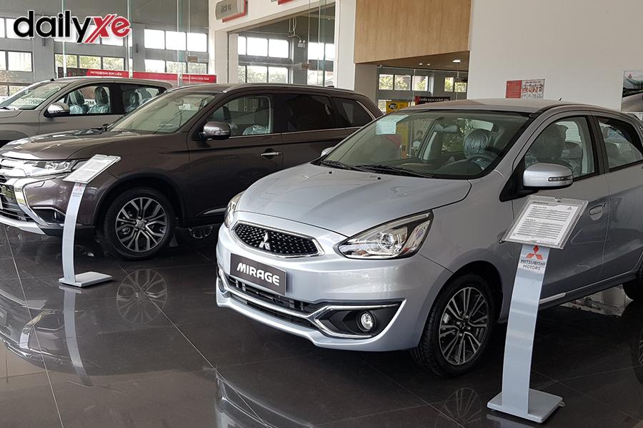 Khu vực trưng bày xe tại Showroom - Hình 2