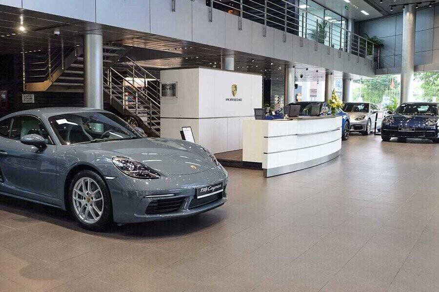 Khu vực trưng bày xe Porsche