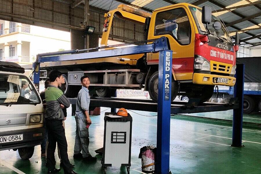 Xưởng dịch vụ sửa chữa xe