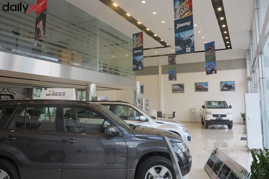 Khu vực trưng bày xe Suzuki Showroom Suzuki Đại Việt