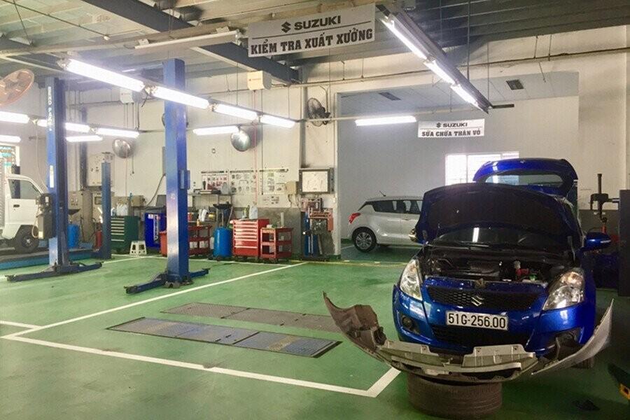 Khu vực sửa chữa với đội nhân viên tay nghề cao