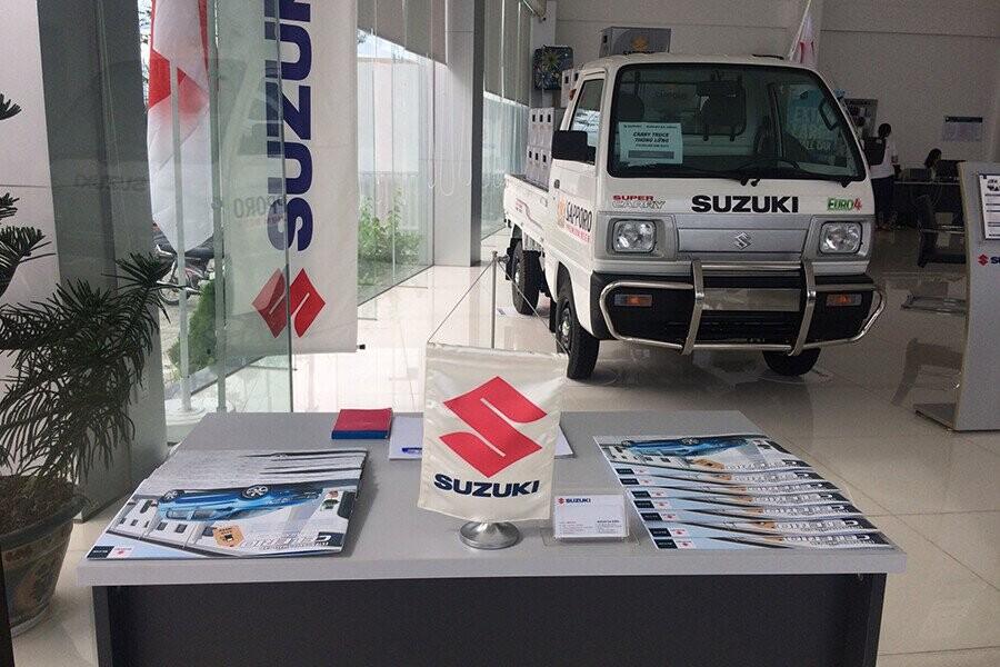 Showroom trưng bày xe hơi rộng rãi