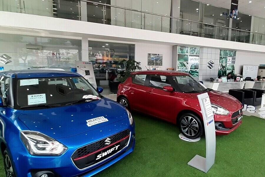 Salon có khu trưng bày xe thoáng đáng và sang trọng