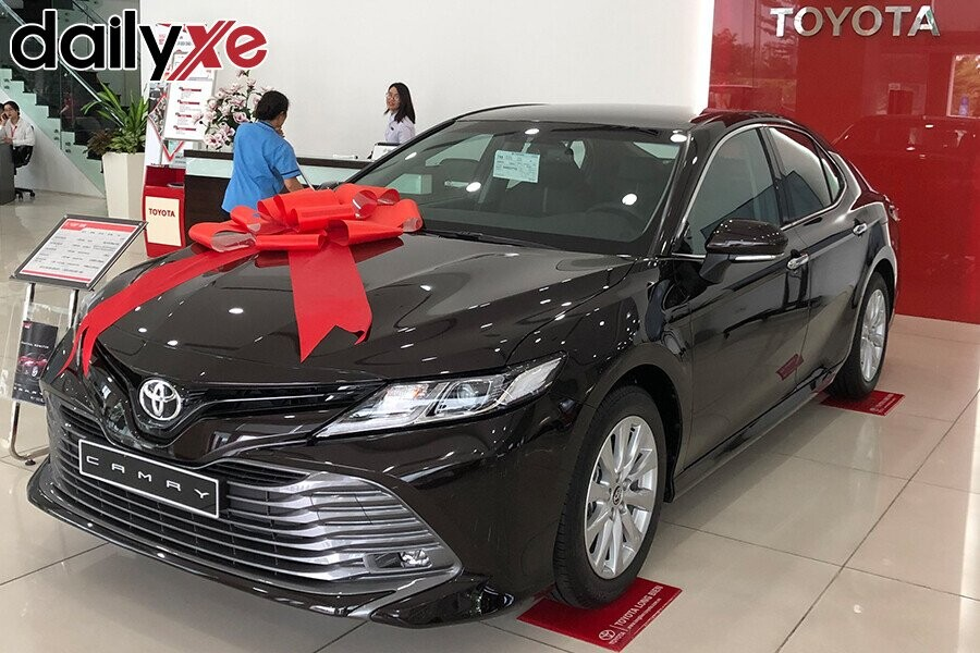 Toyota Camry - Hình 1