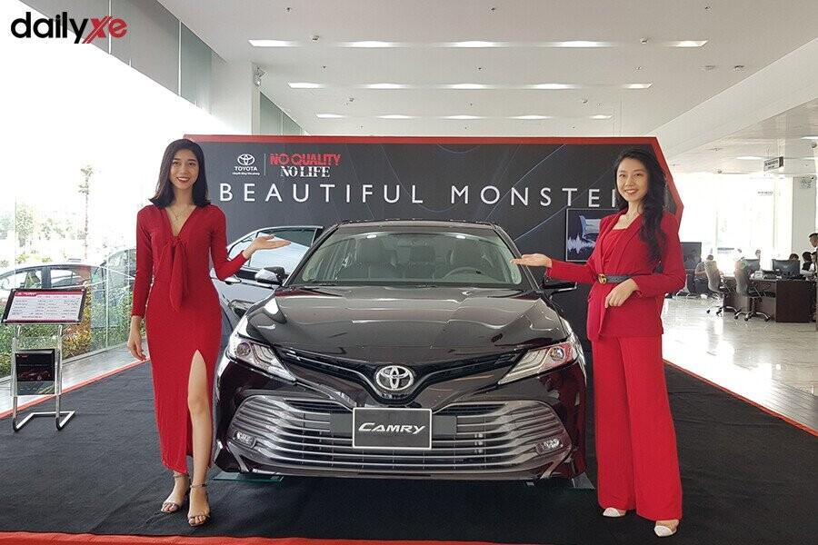 Khu vực trưng bày xe Toyota - Hình 1