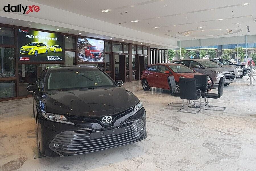 Khu vực trưng bày xe Toyota - Hình 2