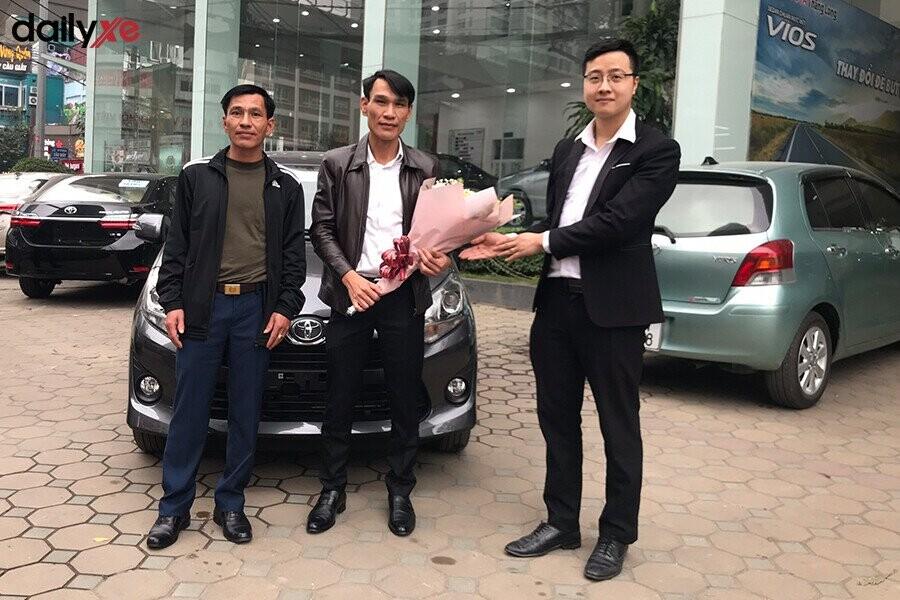 Lễ bàn giao xe cho khách hàng