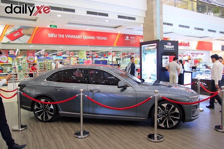 Mẫu xe LUX A2.0 trưng bày tại Vinfast Gò Vấp - Hình 1