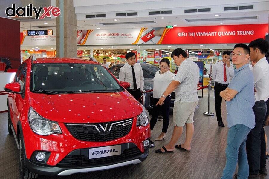 Mẫu xe Vinfast Fadil trưng bày tại Vinfast Quang Trung - Hình 1