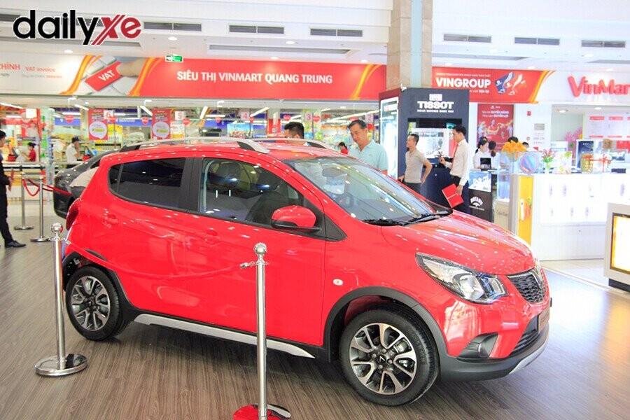 Mẫu xe Vinfast Fadil trưng bày tại Vinfast Quang Trung - Hình 2
