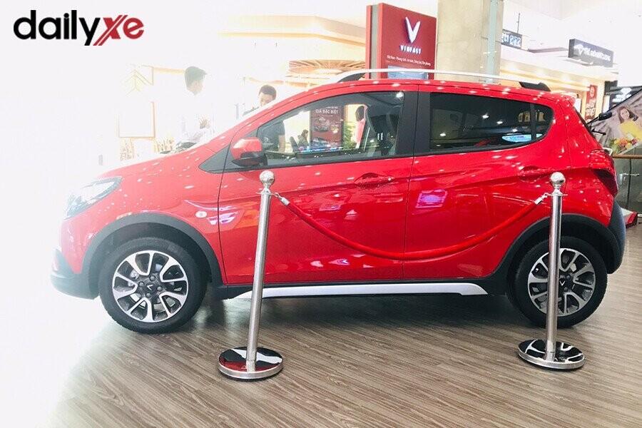 Mẫu xe Vinfast Fadil trưng bày tại Vinfast Quang Trung - Hình 4