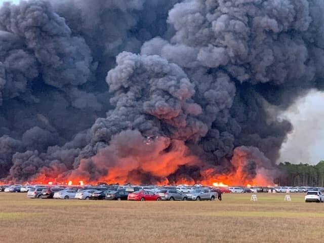 Đám cháy tại Florida thiêu rụi hàng nghìn ôtô. Ảnh:Charlotte County Sheriff's Office