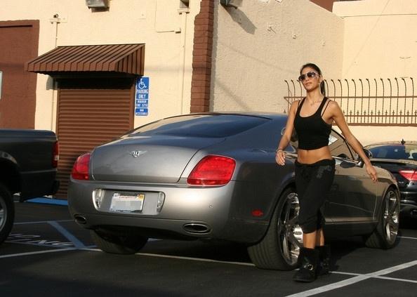 Dan sao nu Hollywood va thu vui so huu nhung sieu xe dat tien hinh anh 4 Nicole_Scherzinger_Nicole_Scherzinger_Gets_lF4QIe5_dmHl.jpg