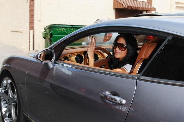 Dan sao nu Hollywood va thu vui so huu nhung sieu xe dat tien hinh anh 5 Nicole_Scherzinger_Bentley.jpg