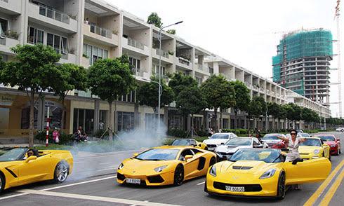Dàn siêu xe hội tụ, đốt lốp trên phố Sài Gòn - Hình 1