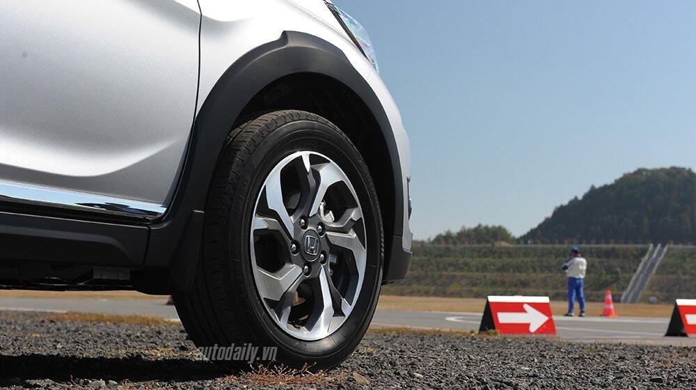 Đánh giá ban đầu về Honda BR-V: Crossover đầy hứa hẹn - Hình 3