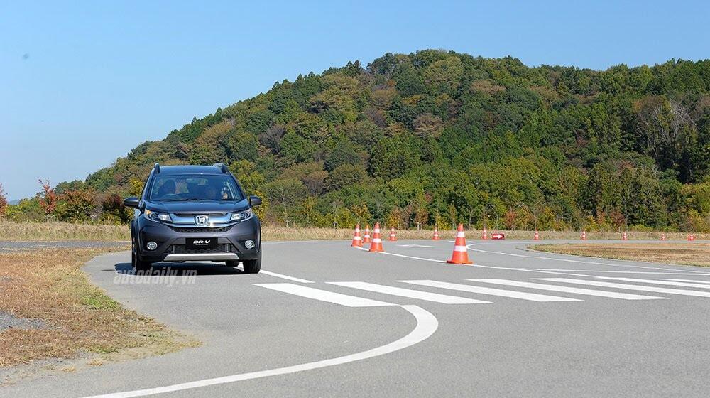 Đánh giá ban đầu về Honda BR-V: Crossover đầy hứa hẹn - Hình 8