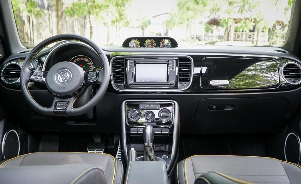 Đánh giá Beetle Dune - xe nhỏ giá ngang Mercedes-Benz C200 - Hình 3