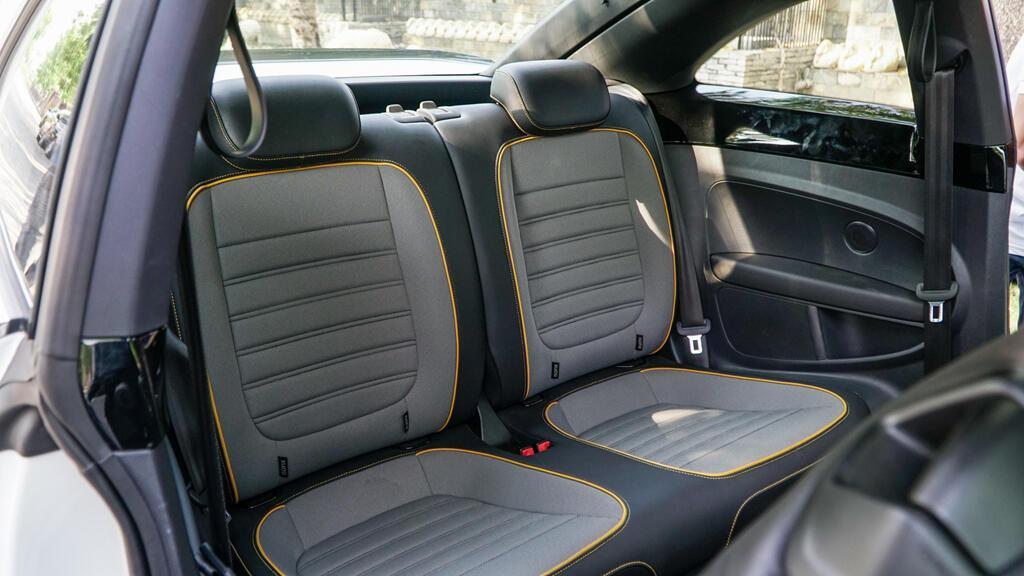 Đánh giá Beetle Dune - xe nhỏ giá ngang Mercedes-Benz C200 - Hình 4