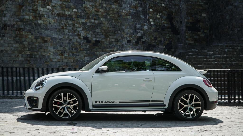 Đánh giá Beetle Dune - xe nhỏ giá ngang Mercedes-Benz C200 - Hình 5